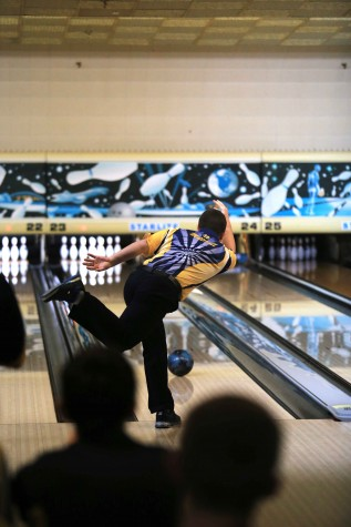 Bowling team trumps Hudsonville Ealges 1,187-1,017