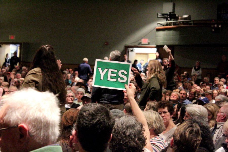 A+crowd+member+holds+up+a+sign+that+reads+%22NO%22+on+one+side+and+%22YES%22+on+the+other.+Many+used+the+signs+to+communicate+their+distaste+or+approval+for+an+idea+expressed+by+Congressman+Bill+Huizenga.