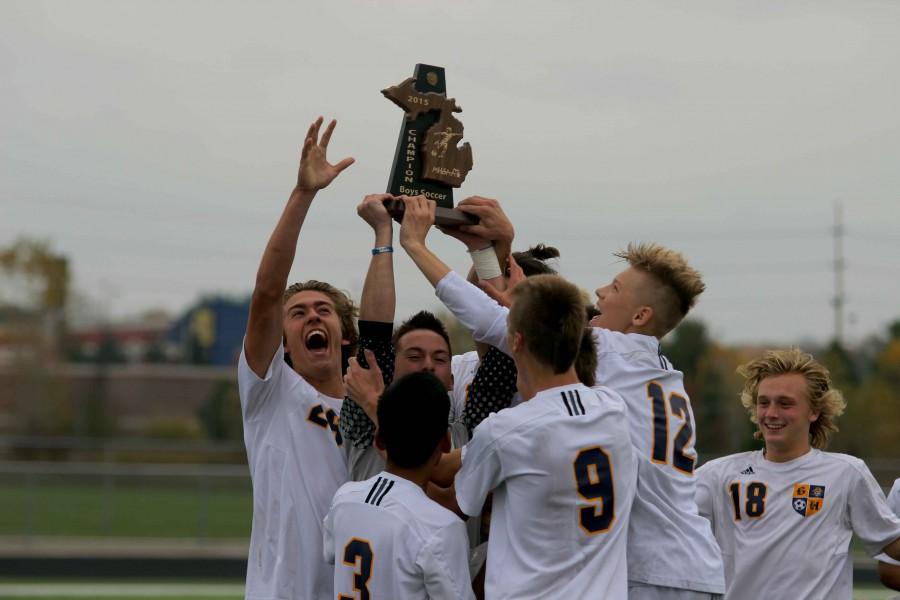 Boys varsity soccer advances to Regionals
