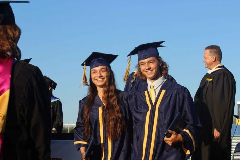 420 seniors graduate in 2016 commencement ceremony