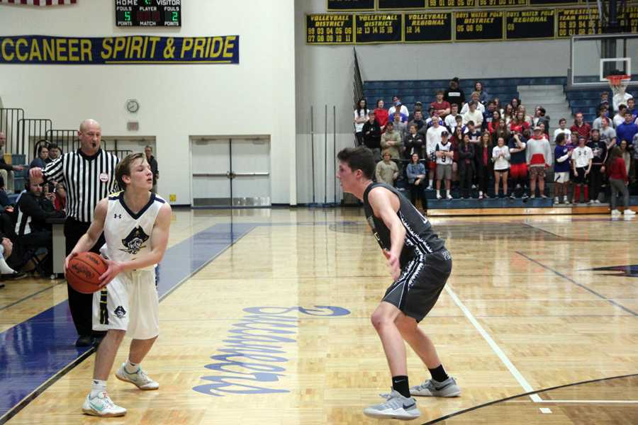 Boys basketball falls to West Ottawa Panthers – The Bucs' Blade