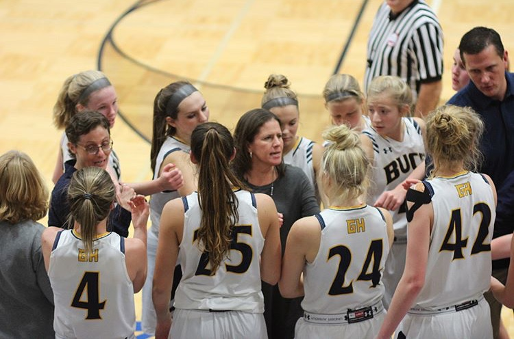 Head+Coach+Kowalczyk-Fulmer+leads+the+team+in+a+huddle+during+their+first+game+of+the+season+against+Traverse+City+Central.+The+Lady+Bucs+hope+to+win+consecutive+games+against+Traverse+City+schools+with+a+victory+today+over+TC+West.