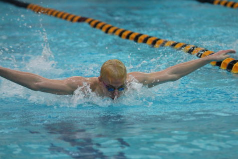 Bucs swim team dives into the 2017-18 season