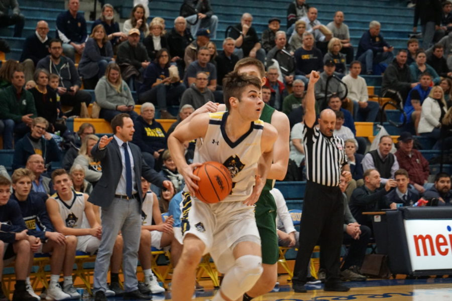 Bucs knock off Mona Shores in epic game