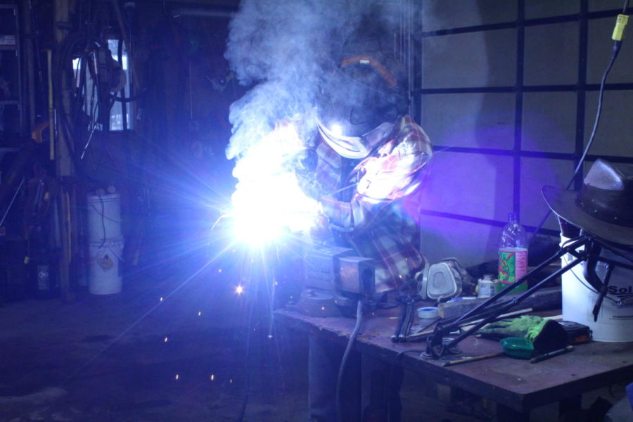 Sophomore uses home forge to pursue blacksmithing hobby