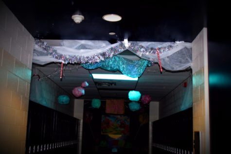 Senate kicks off homecoming week with hallway decorations