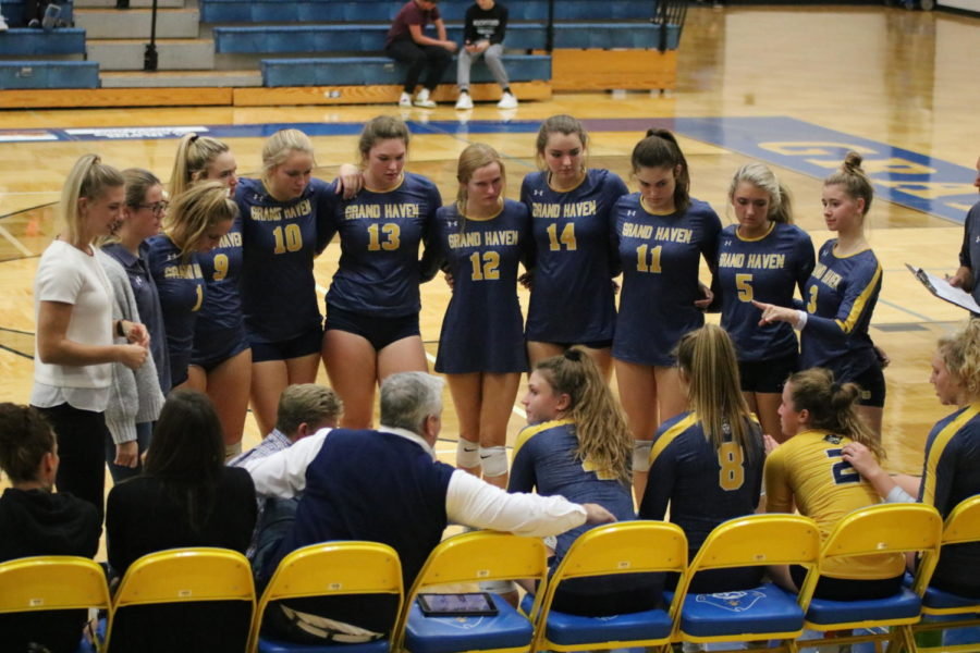 Girls+volleyball+defeats+Rockford+in+close+game