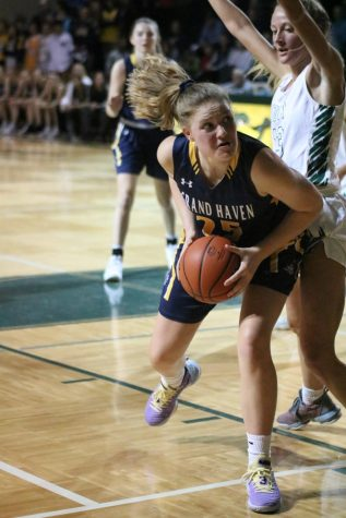 Girls varsity basketball to take on West Ottawa on Friday