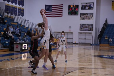 Junior Zoe Spoelman fights to secure the pass in heavy traffic.