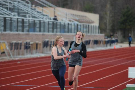 Track teams fall to Rockford